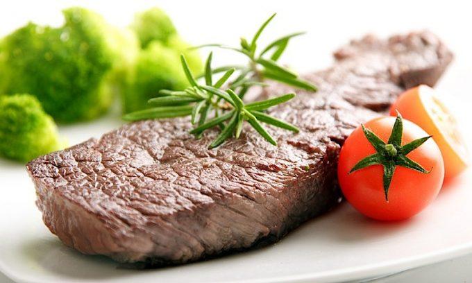 Соблюдая диету, важно уделить особенное внимание белкам, которые в количественном выражении требуется увеличить приблизительно на 25 %