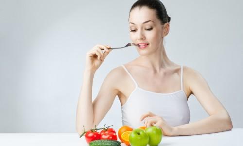 Огурец входит в меню лечебных диет как богатый витаминами и микроэлементами овощ