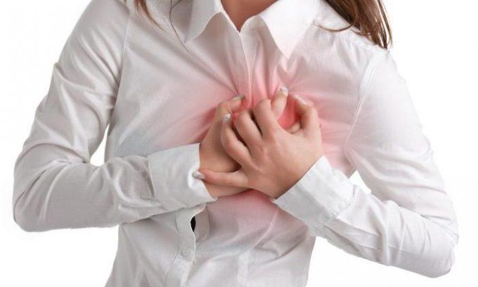 При панкреатите бывает боль в области сердца, которая имитирует стенокардию