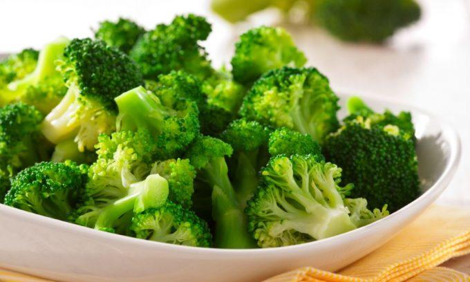 Из всех капуст брокколи обладает наибольшей калорийностью, но не за счет жира, а благодаря белку, который сравним по своим свойствам с белками мяса и яиц