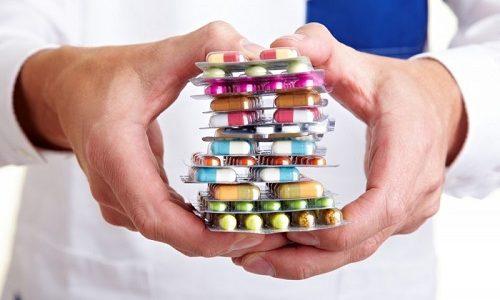 Распространенной причиной возникновения панкреатита является употребление беременной большого количества лекарств и витаминов