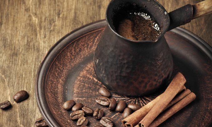 Качественный натуральный нерастворимый продукт, приготовленный в турке, не содержит большого количества концентрированных веществ и не оказывает негативного влияния на слизистую желудка