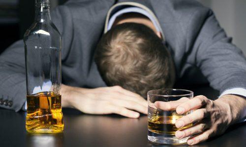 Алкогольный панкреатит является следствием чрезмерного употребления спиртных напитков, что выявлено в 45% случаев проводимых медицинскими учреждениями исследований