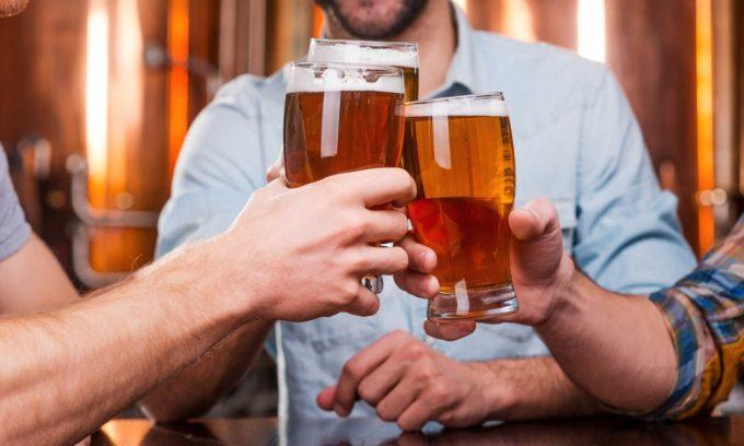 Под запрет попадают даже слабоалкогольные напитки