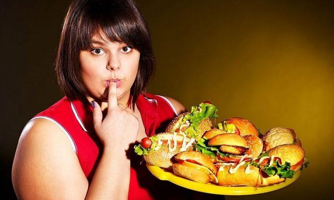 Из-за переедания поджелудочная перестает справляться с постоянной нагрузкой